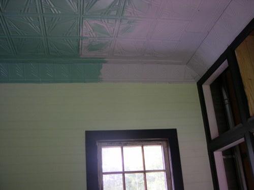 Потолок из декоративных панелей — фото 17
