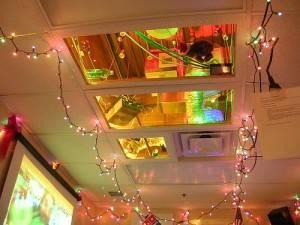 Зеркальные вставки в подвесном потолке