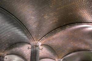Кирпичный потолок с кладкой типа — ёлочка