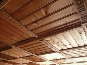 Деревянный потолок — фото 86
