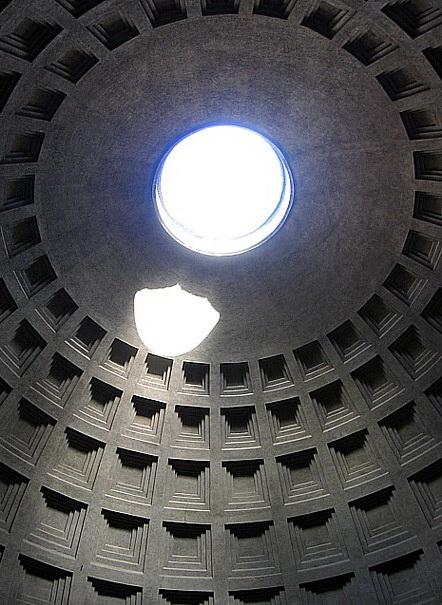 Кирпично-бетонная ротонда Пантеона перекрытая полусферическим кессонированным куполом (фото 4)