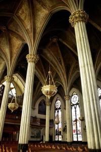 Средневековый каменный потолок с росписью и лепниной (фото 2)