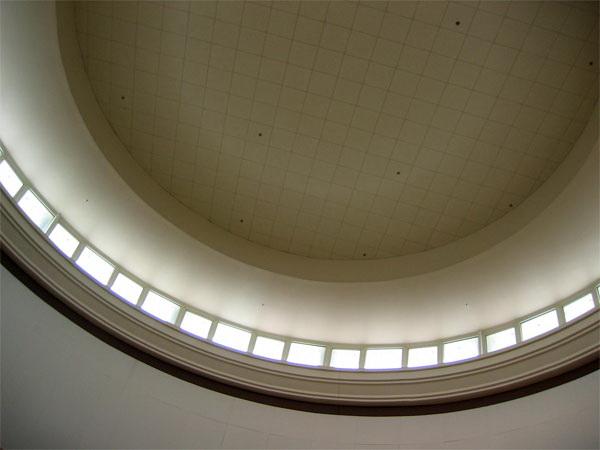 Потолок из декоративных панелей — фото 29