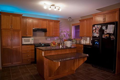 Натяжной потолок на кухне — фото 1