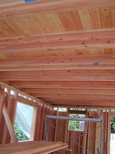 Деревянный потолок — фото 39