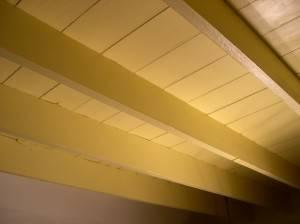 Деревянный потолок — фото 72