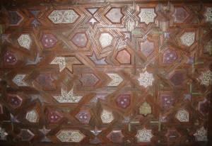 Деревянный потолок — фото 56