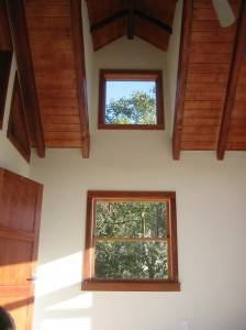 Деревянный потолок — фото 44