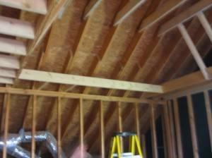 Деревянная крыша используется как потолок