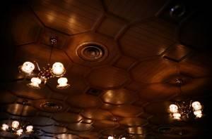 Деревянный потолок — фото 108