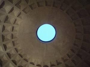 Кирпично-бетонная ротонда Пантеона перекрытая полусферическим кессонированным куполом (фото 2)
