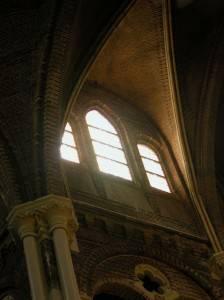 Сводчатый каменный потолок