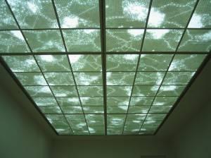 Потолок со стеклянными панелями — фото 1