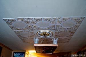 Потолок из пенопластовых панелей