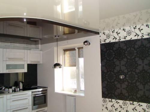 Натяжной потолок от Aks на кухне