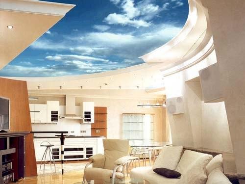 Натяжной потолок с принтом в виде неба в гостиной