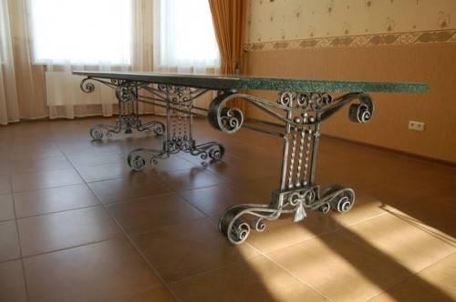 Кованый стол от Grkovka