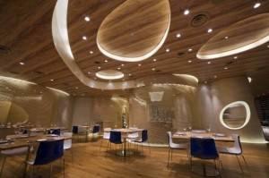 Футуристический потолок из дерева