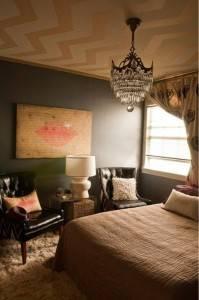 Роспись потолка в спальной геометрическими узорами