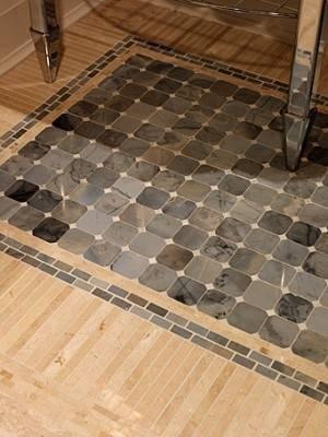 Мозаичный пол из разных видов покрытия