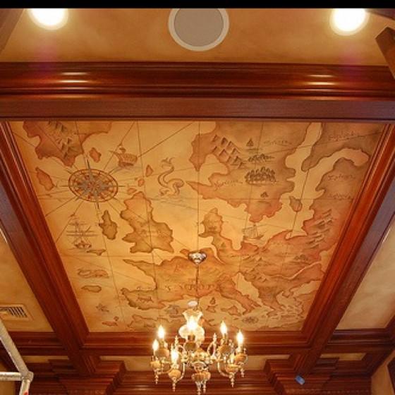 Античная карта на потолке