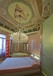 Роспись потолка в стиле лакшери