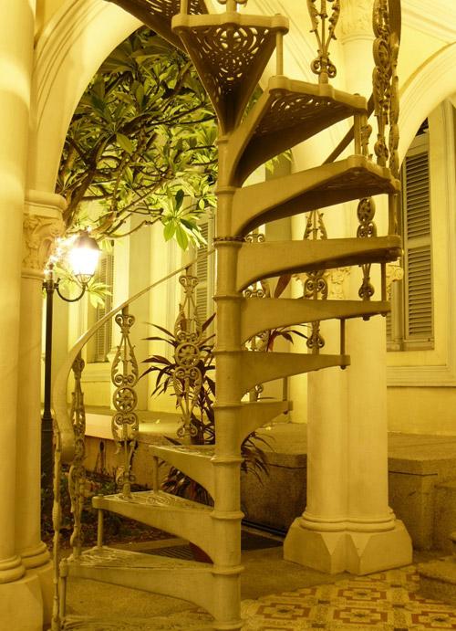 Винтовая лестница в часовне Чаймс, Сингапур