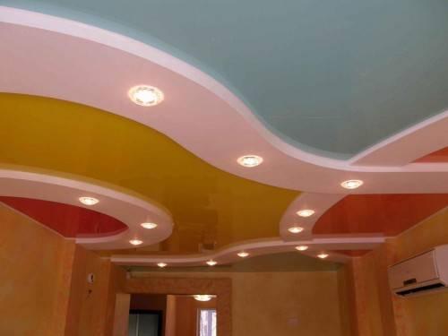 Натяжной потолок комбинрованный