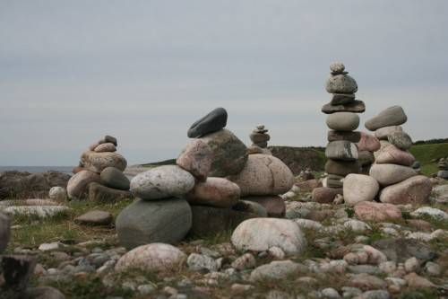 Пирамиды из камней