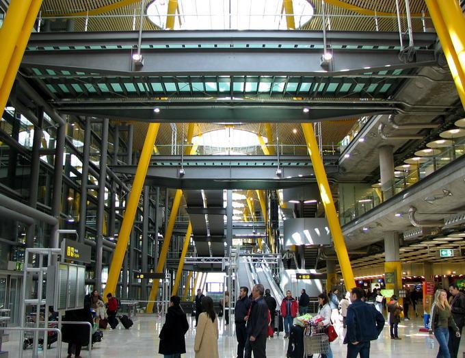 Потолок международного аэропорта Барахас в Мадриде — фото 5