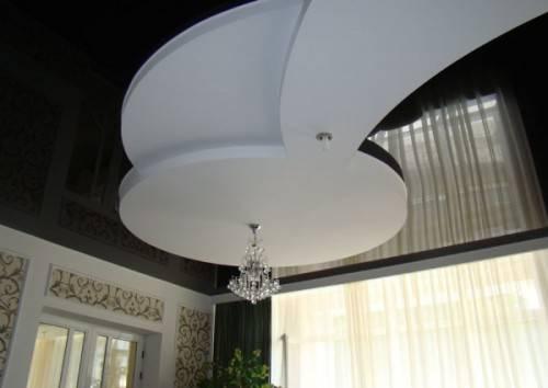Многоуровневый потолок черного цвета