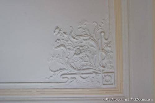 DIY paint fretwork on ceiling - before / after 02