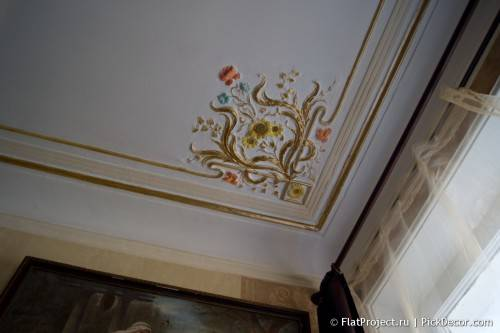 DIY paint fretwork on ceiling - before / after 16