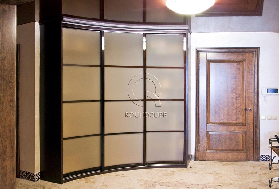 Фото шкафов с радиусными дверями-купе.