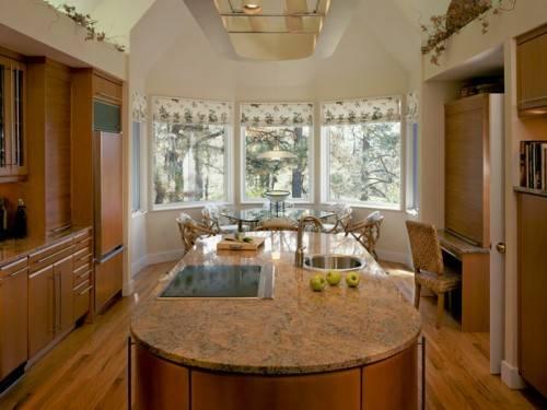 Остекление балкона на кухне