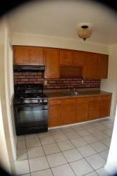 Пол из керамогранитной плитки на кухне