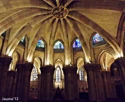 Потолок крипты храма Святого Семейства в Барселоне