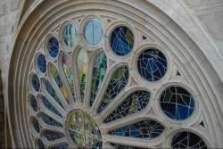 Витражи храма Святого Семейства в Барселоне — фото 1