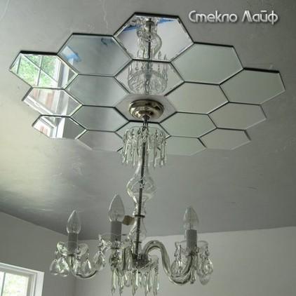 Зеркальная розетка на потолке