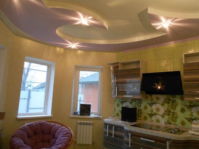 Двухуровневый потолок на кухне с резкими краями