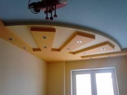 Выступ на потолке в виде лучей