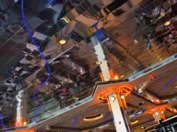 Потолок из зеркальных реек