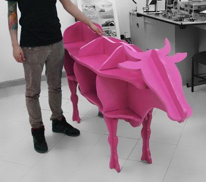 Полка в виде розовой коровы