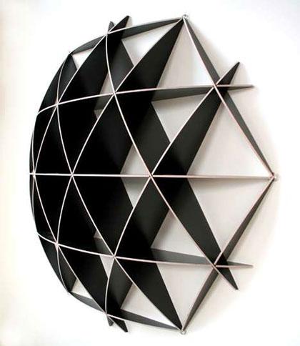Полка в виде геометрической структуры