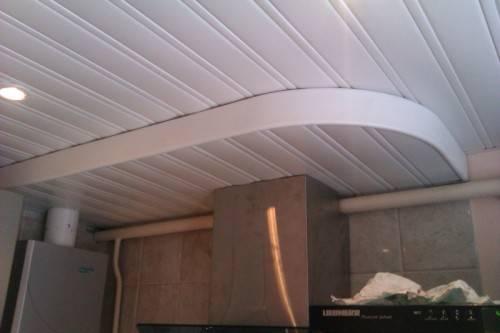 Реечный потолок с вытяжкой