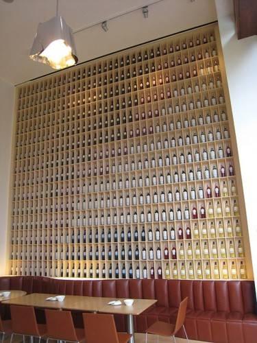 А так хранят вино в отеле Marques De Riscal в Испании