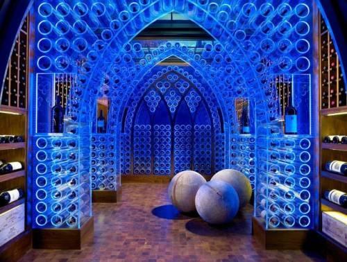 Готически-футуристический винный подвал с LED подсветкой
