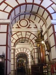 Потолок в перуанском стиле с лепниной — фото 2