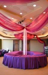 Crowne Plaza — потолок декорированный тканью — фото 3