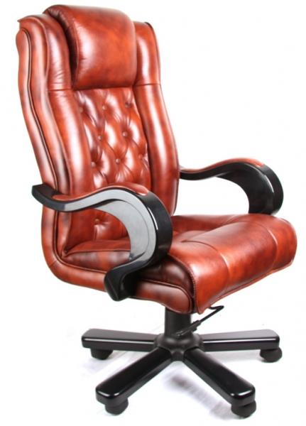 Офисное кожаное кресло с высокой спинкой